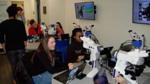 photo classroom lab microscopy